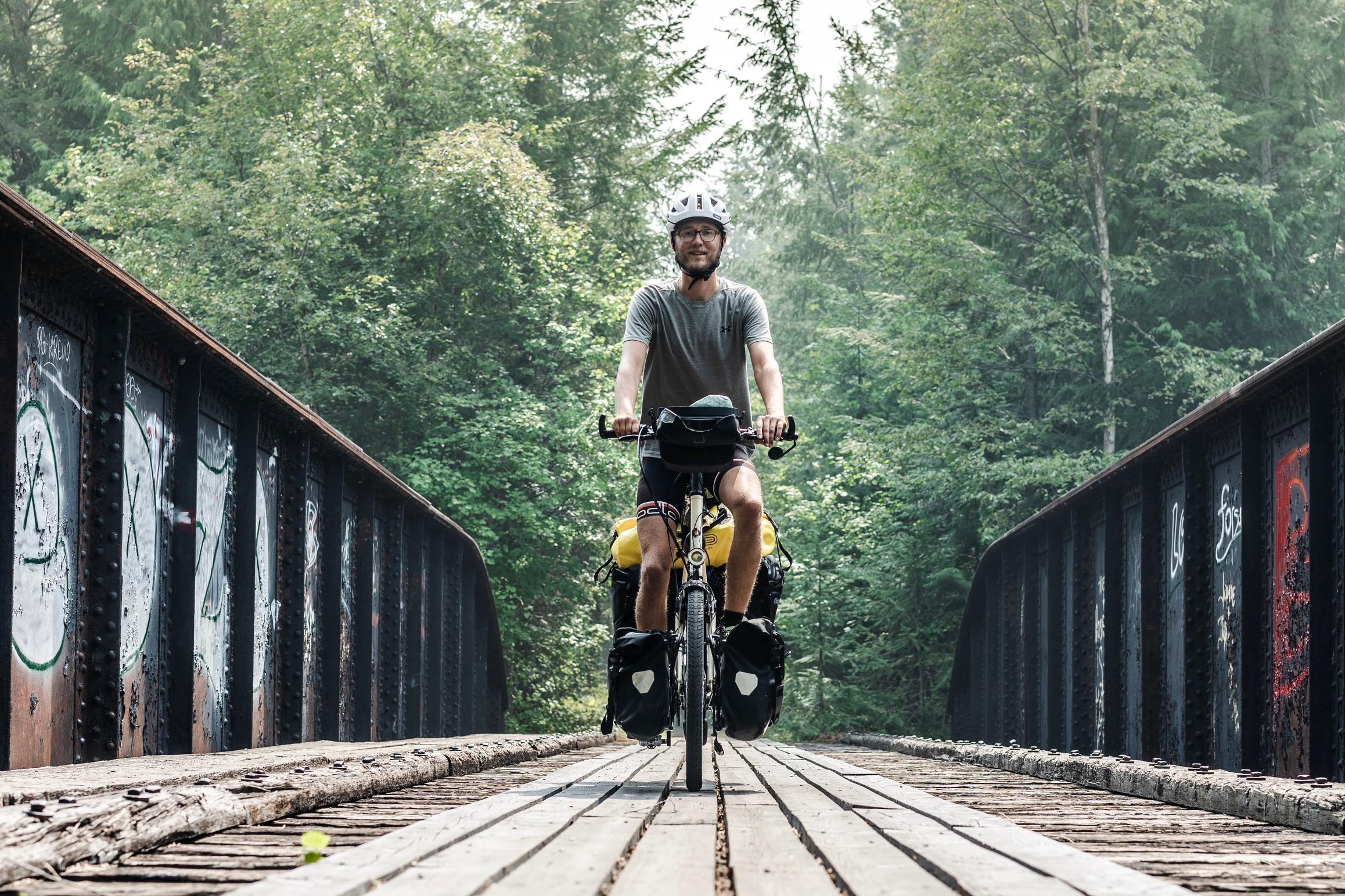 Eher rustikal, diese Brücke mit der offener Vernietung. Johannes und sein Terra kommen machen auch hier gute Figur  (c) Johannes Preuß